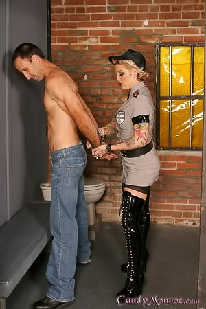 Chubby police officer blonde cucks a prisoner with a BBC inmate