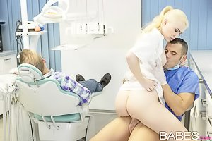 Ponytailed and pale-as-fuck nurse gets banged by the doctor on the spot