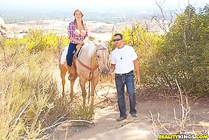 Blond-haired thick hottie gets destroyed in the middle of a desert