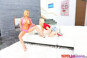 Pink get-up sporty MILF licks this teen's pale pussy on a couch