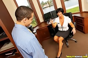 Thick brunette MILF with a bobcut gets banged sideways on a couch